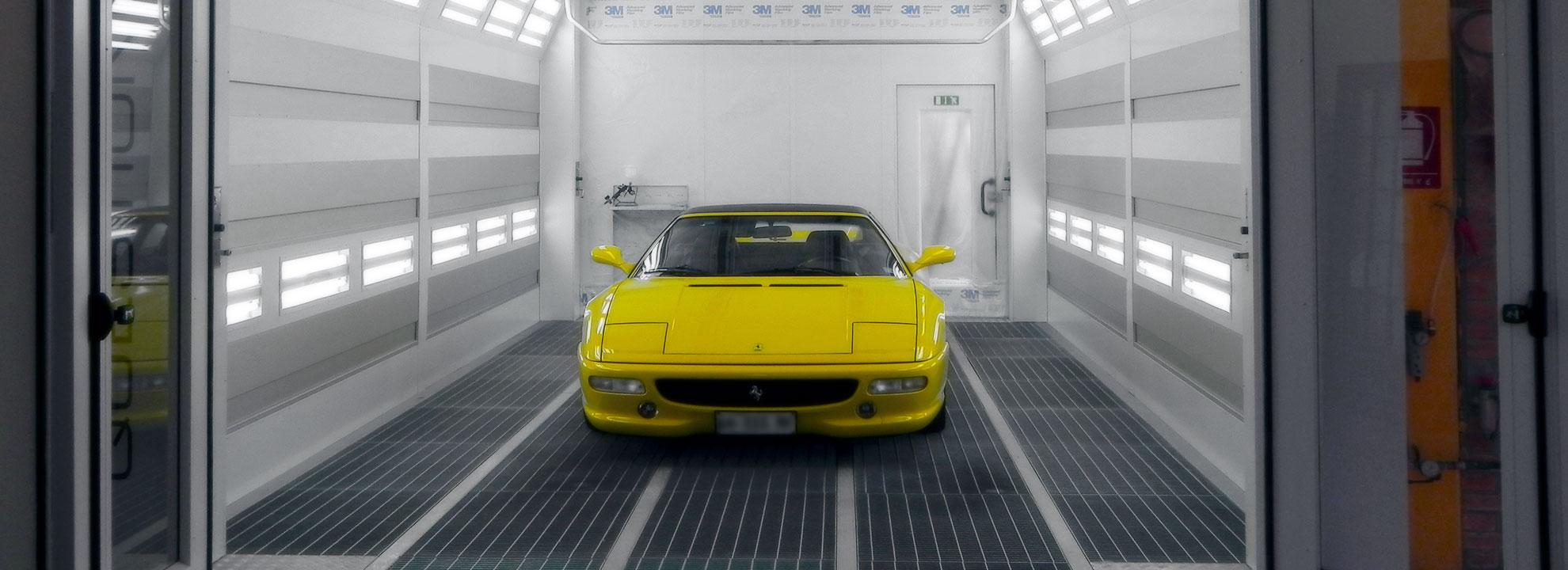 Ferrari in forno verniciatura carrozzeria